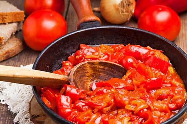 Острое лечо на зиму с помидорами