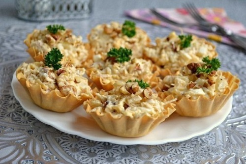 Салат с курицей и ананасами: классический простой рецепт с майонезом