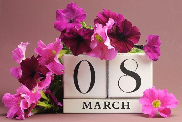Поздравления с 8 марта для женщин 2020: красивые в стихах и прозе, смс