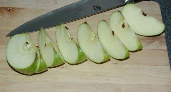 Куриная грудка с яблоками